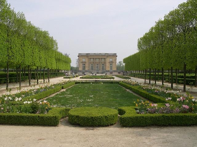 petit-trianon-gardens
