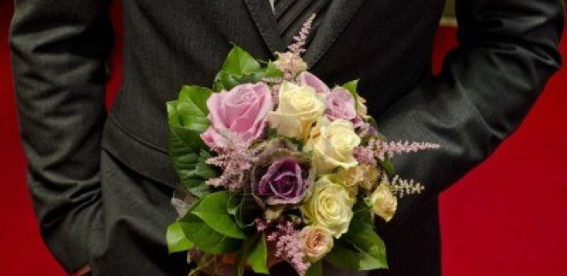 11585114-bridal-bouquet-in-hand